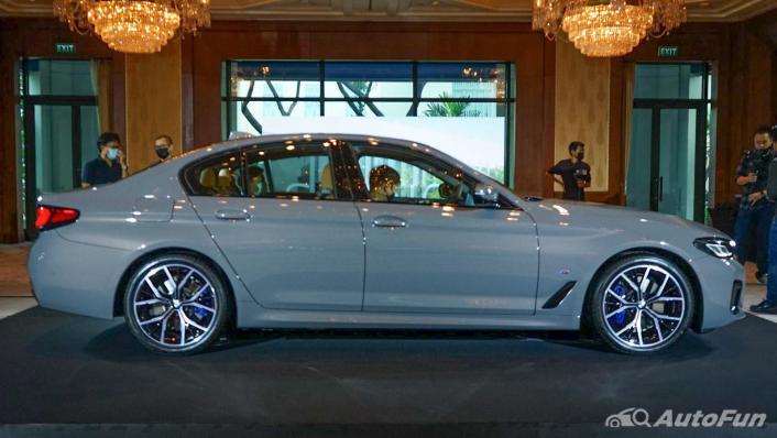 2021 BMW 5 Series Sedan 530e M Sport Exterior 004