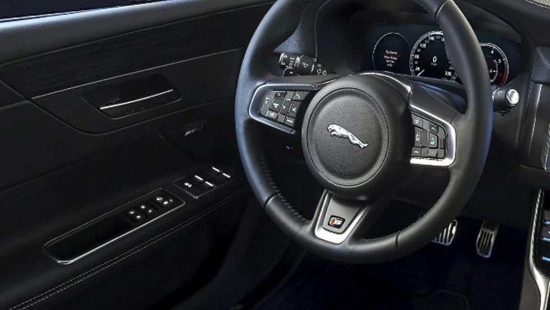 Jaguar XF 2020 Interior 005