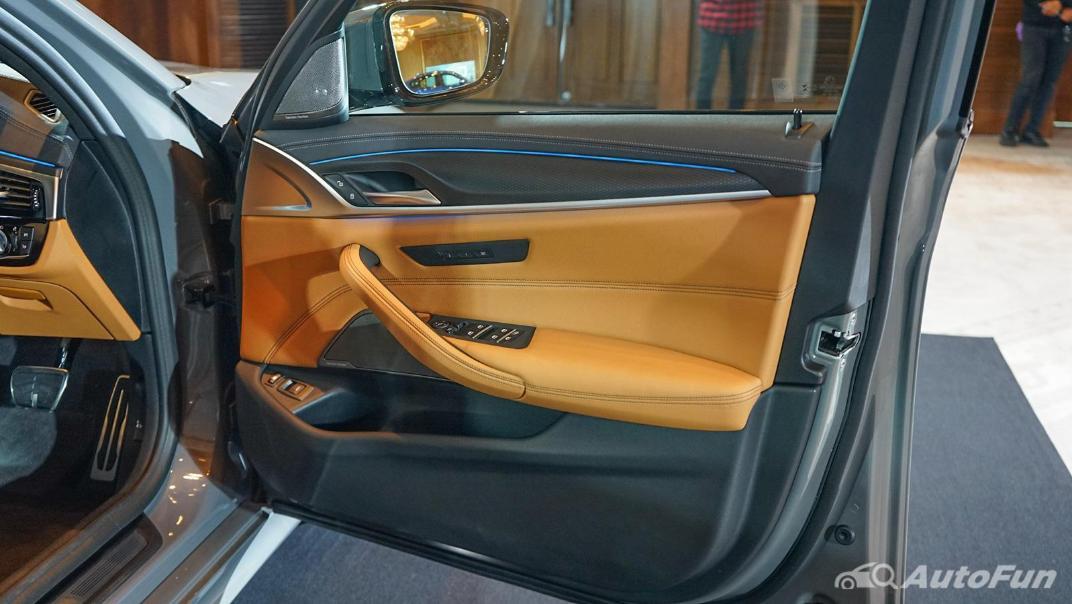 2021 BMW 5 Series Sedan 530e M Sport Interior 017