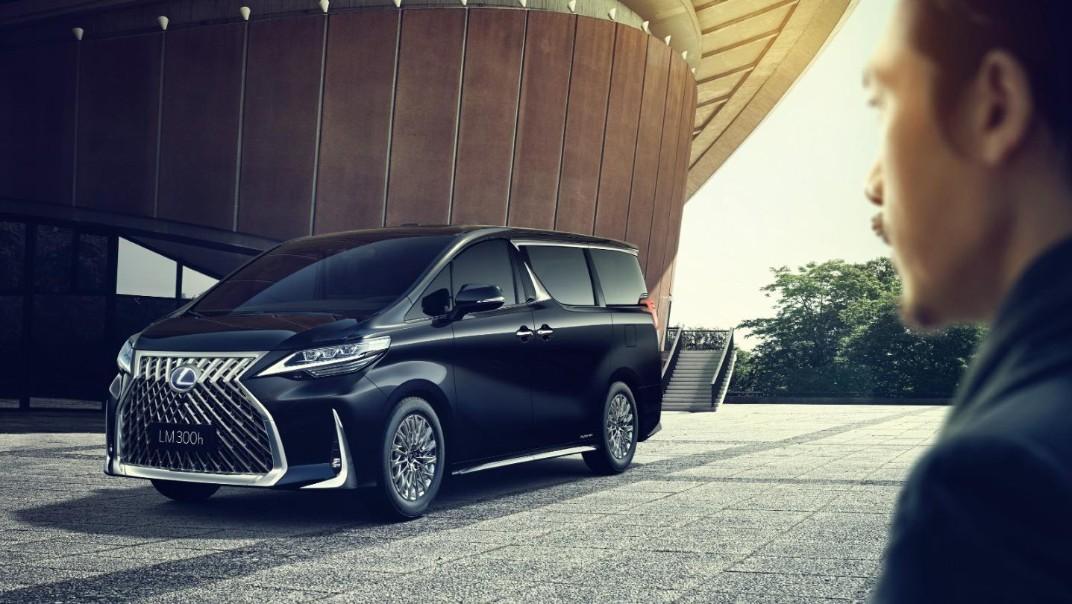 Lexus LM 2020 Exterior 001