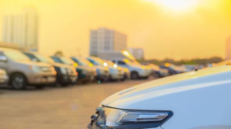รถยนต์สีขาว สะท้อนแสงแดดได้มากกว่าสีดำ? จริงแค่ไหน? พร้อมวิธีป้องกันความร้อนแบบง่าย ๆ 02