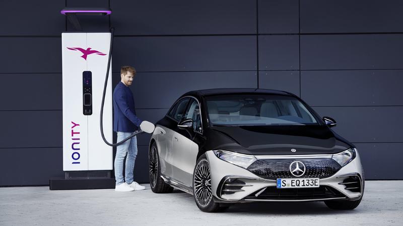 เผยโฉมแล้ว 2022 Mercedes-Benz EQS รถยนต์ไฟฟ้าวิ่งได้ไกล 770 กม.! 02