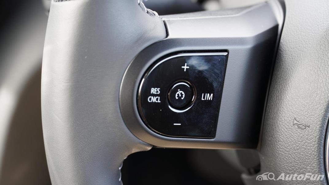 2021 MNI 3-Door Hatch Cooper S Interior 004