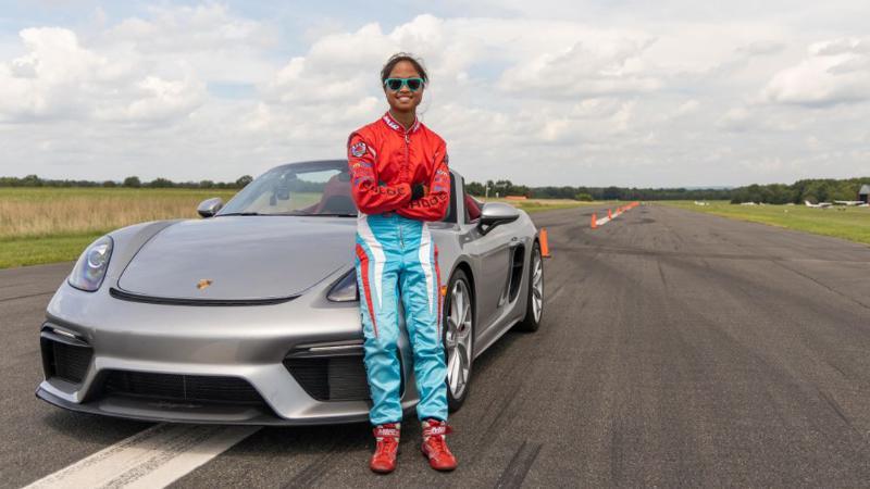 เด็กสาววัย 16 ปี สร้างสถิติโลกขับขี่สลาลอมด้วย Porsche 718 Boxster 02
