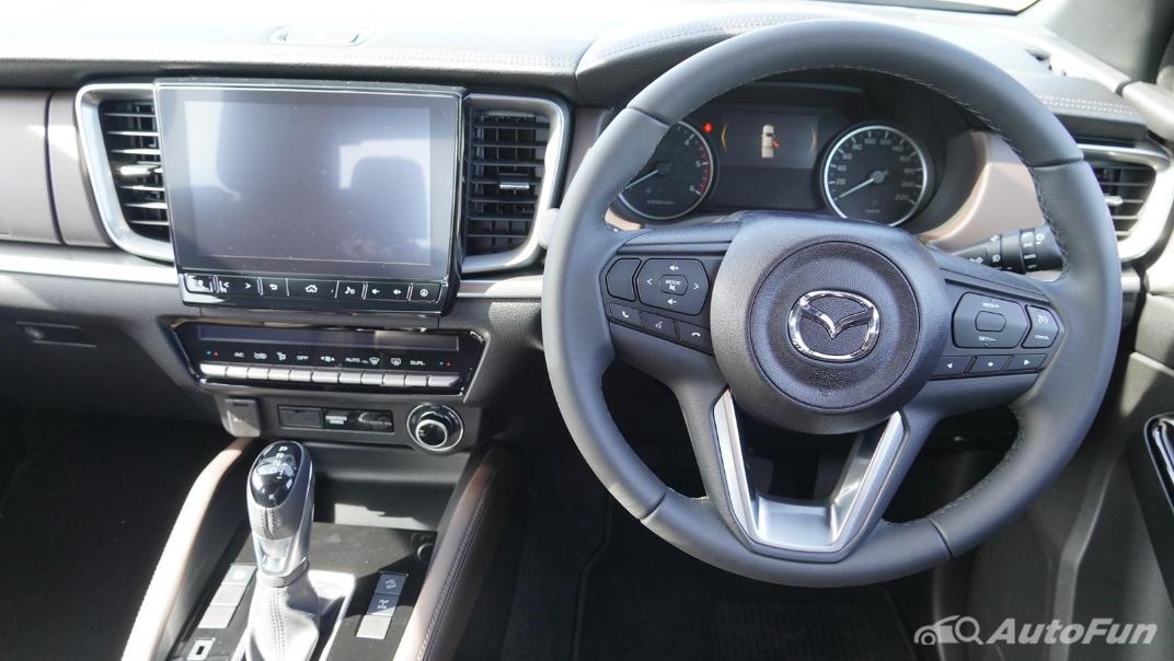 Mazda BT-50 Pro 2021 Interior 002