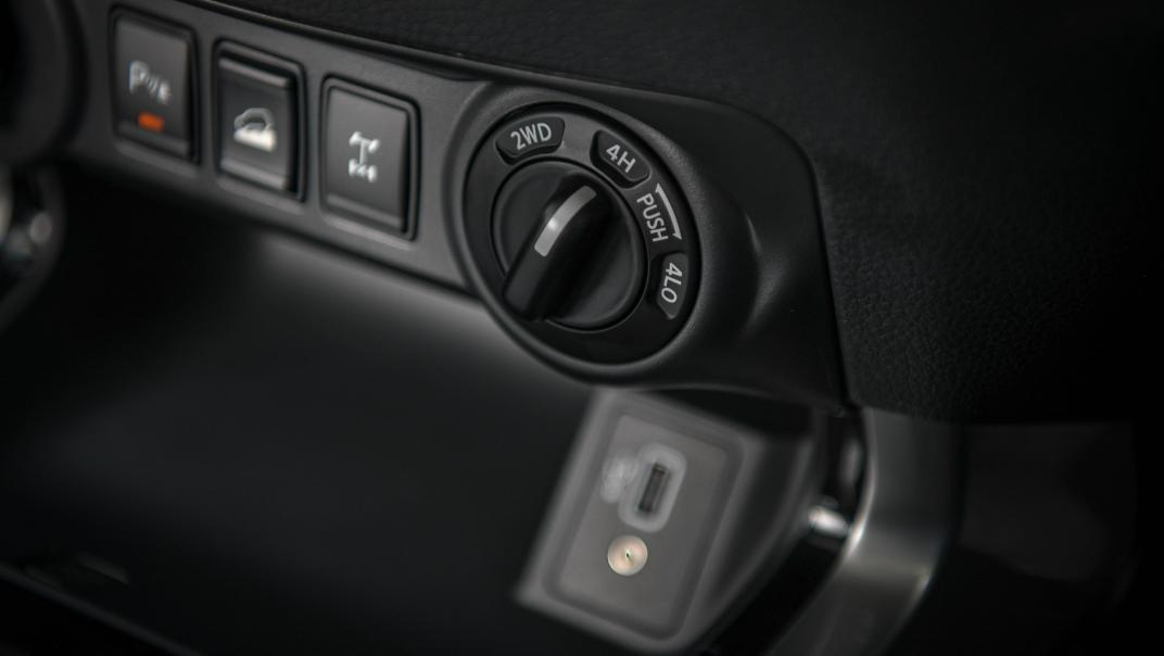 2021 Nissan Navara Double Cab 2.3 4WD VL 7AT Interior 071