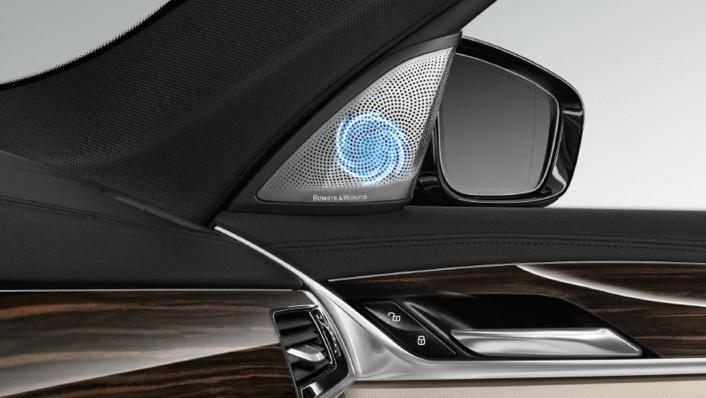 BMW 5-Series-Sedan 2020 Interior 009