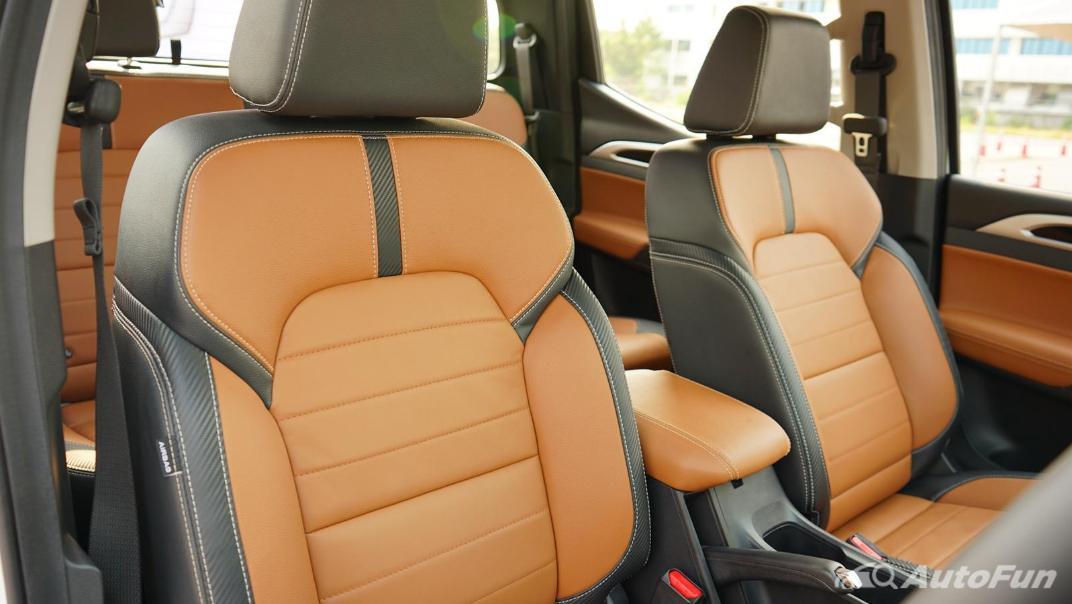2021 MG Extender Interior 017