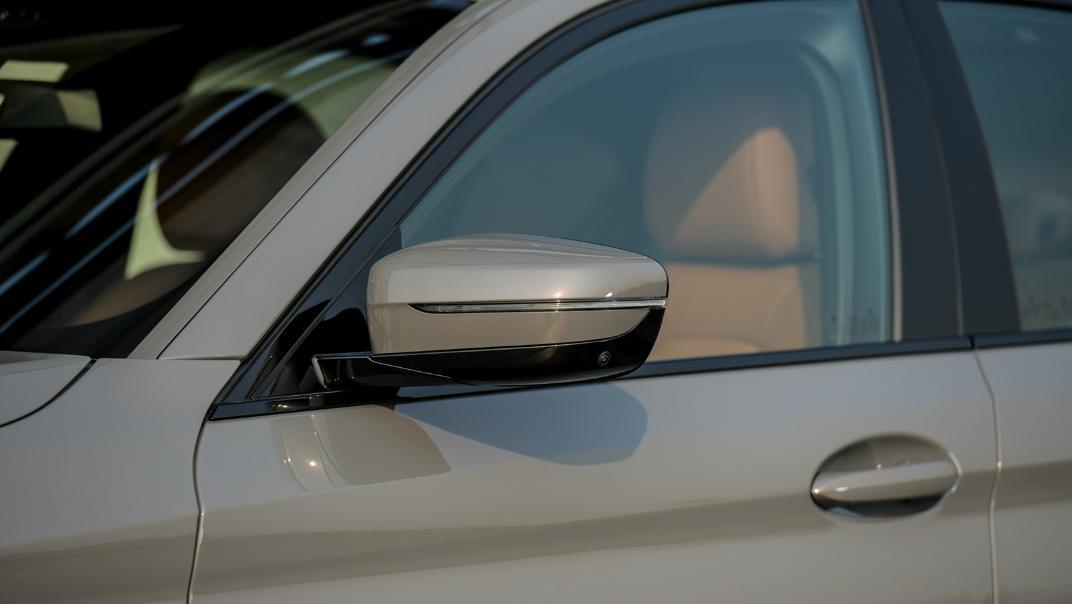 2021 BMW 5 Series Sedan 530e M Sport Exterior 039