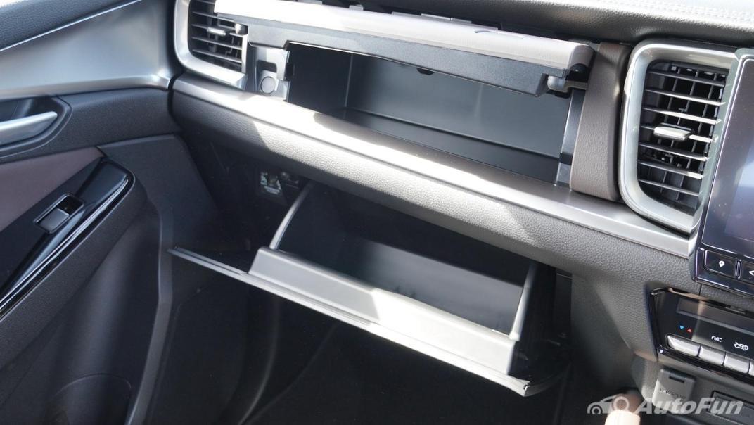 Mazda BT-50 Pro 2021 Interior 010