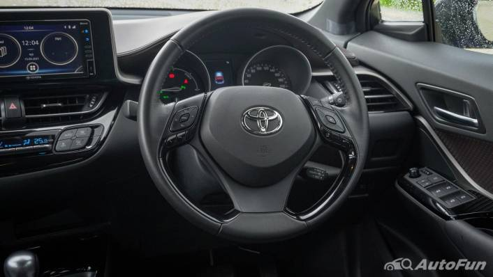2021 Toyota C-HR Hybrid Premium Safety Interior 004