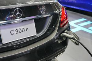 Mercedes-Benz ชวนคนใช้รถปลั๊กอินเลิกเติมน้ำมัน รวมรุ่นเบนซ์ที่เสียบชาร์จไฟได้ในปี 2021