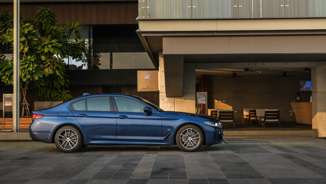 2021 BMW 5 Series Sedan 520d M Sport Exterior 028