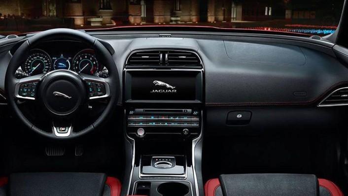 Jaguar XE 2020 Interior 001