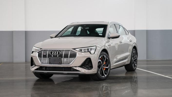 2020 Audi E Tron Sportback 55 quattro S line Exterior 001