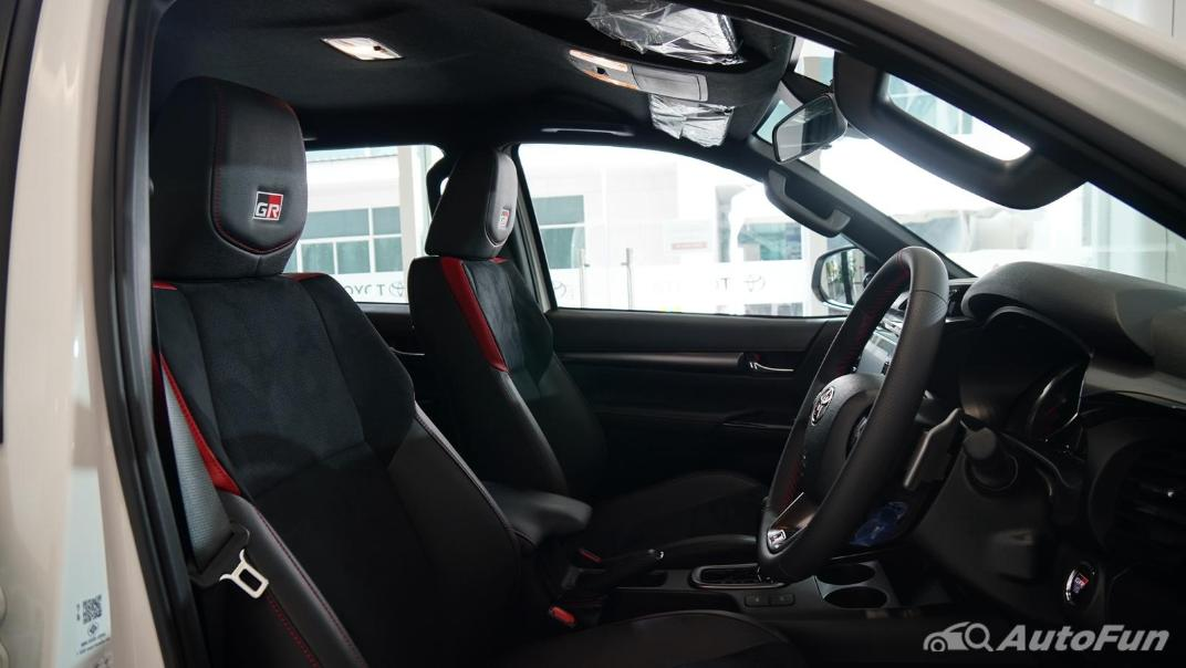 2021 Toyota Hilux Revo Double Cab 4x4 2.8 GR Sport AT Interior 029