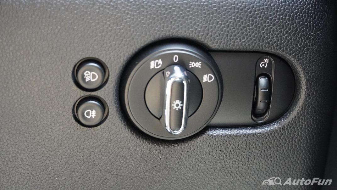 2021 MNI 3-Door Hatch Cooper S Interior 011