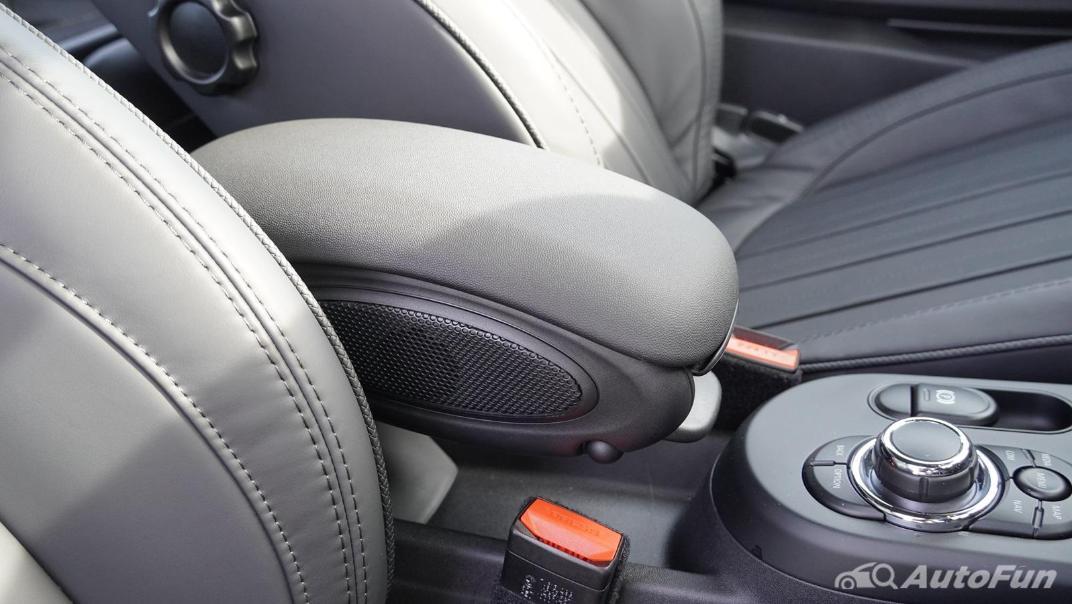 2021 MNI 3-Door Hatch Cooper S Interior 030