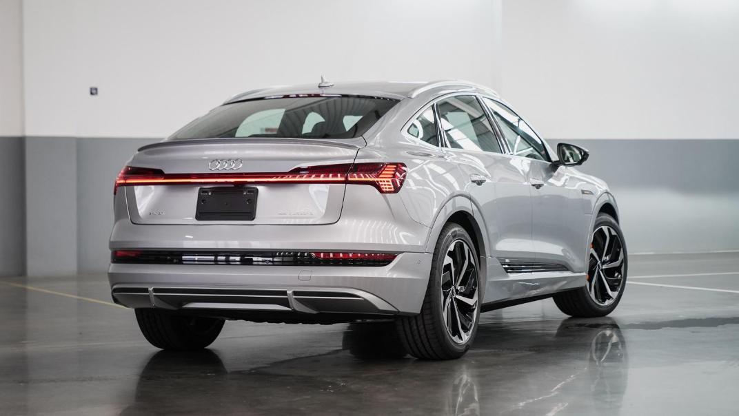 2020 Audi E Tron Sportback 55 quattro S line Exterior 002