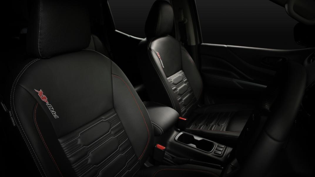 2021 Nissan Navara PRO-4X Interior 097