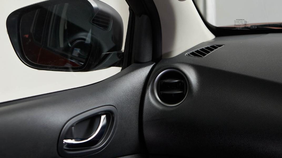 2021 Nissan Navara Double Cab 2.3 4WD VL 7AT Interior 076