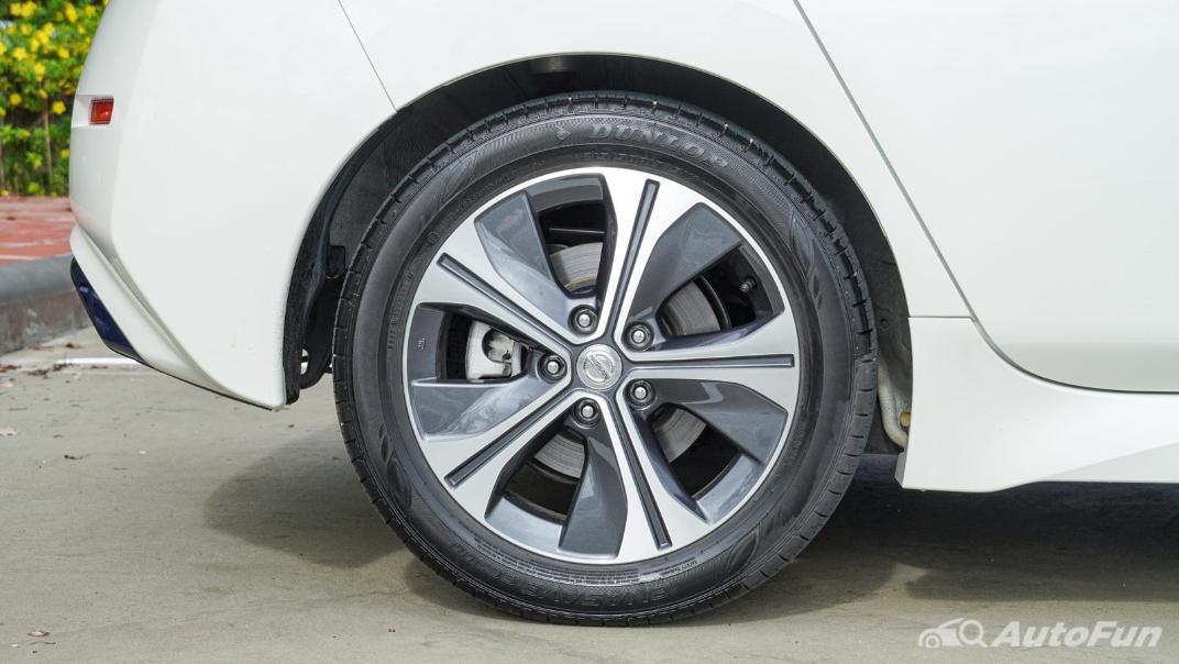 2020 Nissan Leaf Electric Exterior 033