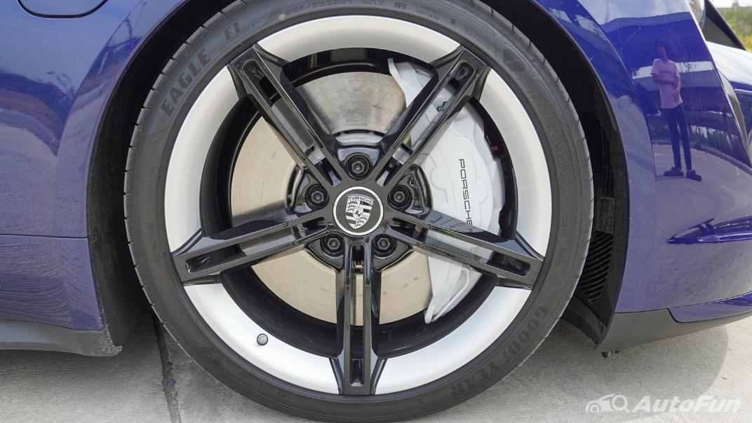2020 Porsche Taycan Turbo Exterior 036