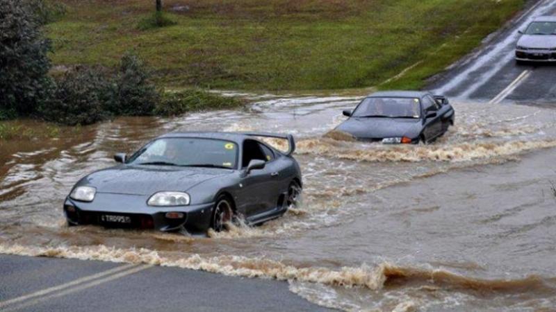 5 วิธีขับรถฝ่าน้ำท่วมให้ปลอดภัยไร้เครื่องดับ 02