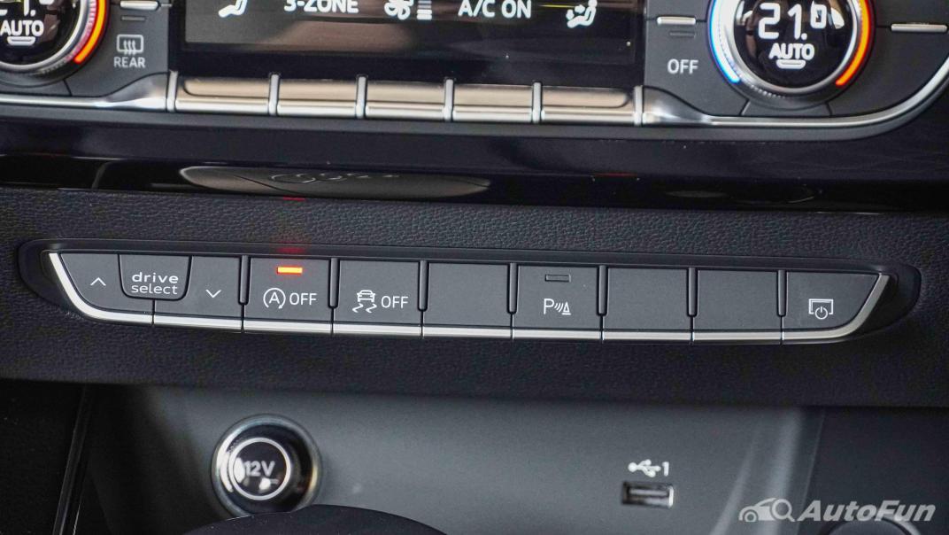 2020 Audi A4 Avant 2.0 45 TFSI Quattro S Line Black Edition Interior 023