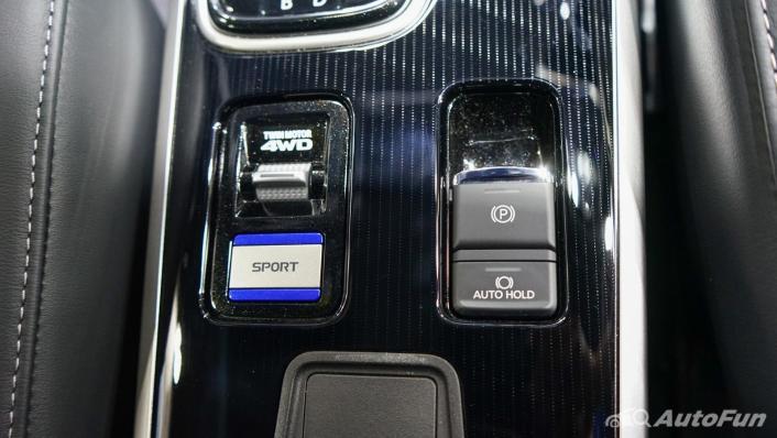2021 Mitsubishi Outlander PHEV GT Interior 010