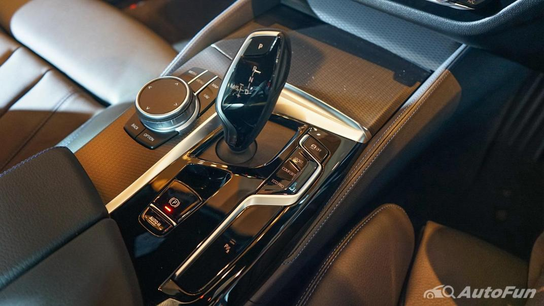 2021 BMW 5 Series Sedan 520d M Sport Interior 012