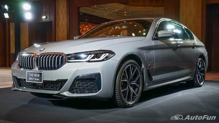 2021 BMW 5 Series Sedan 530e M Sport Exterior 001