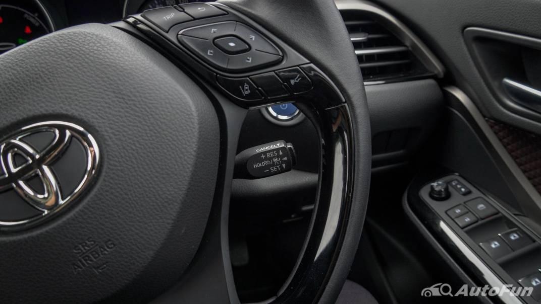 2021 Toyota C-HR Hybrid Premium Safety Interior 009