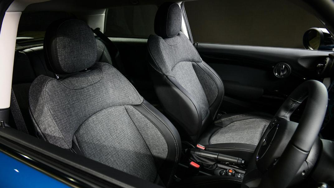 2021 MNI 3-Door Hatch Cooper Interior 007