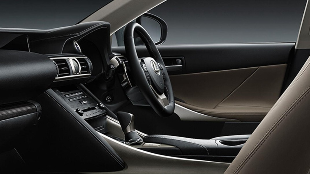 Lexus IS 2020 Interior 002