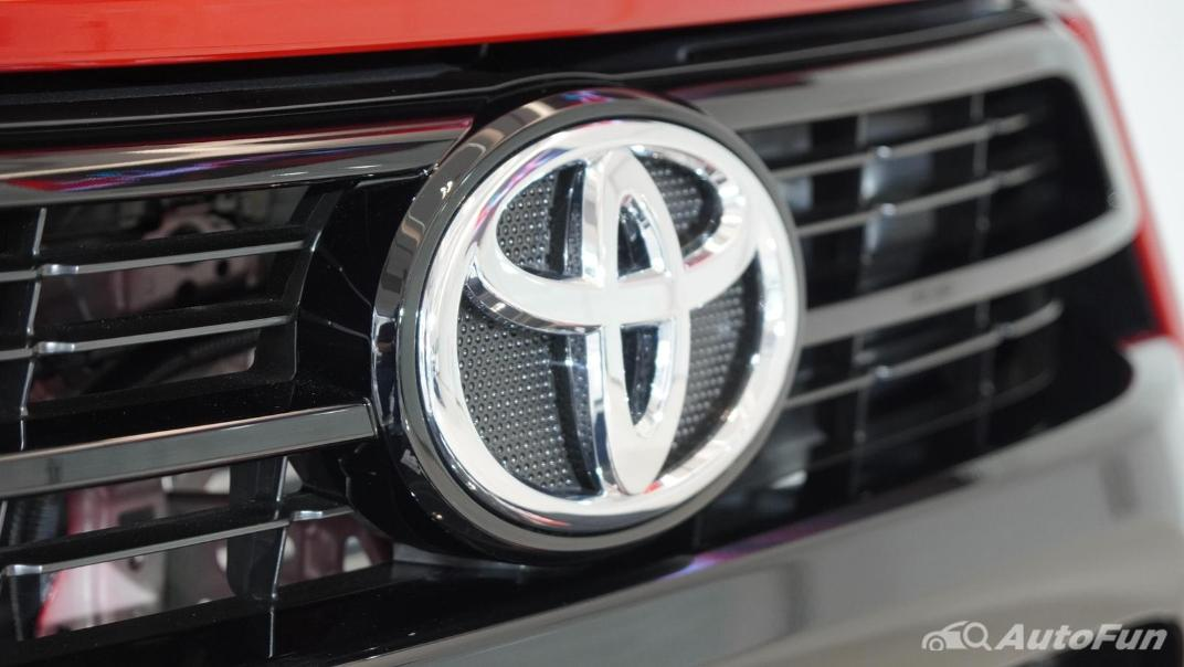 2021 Toyota Hilux Revo Double Cab 4x2 2.8 GR Sport AT Exterior 004