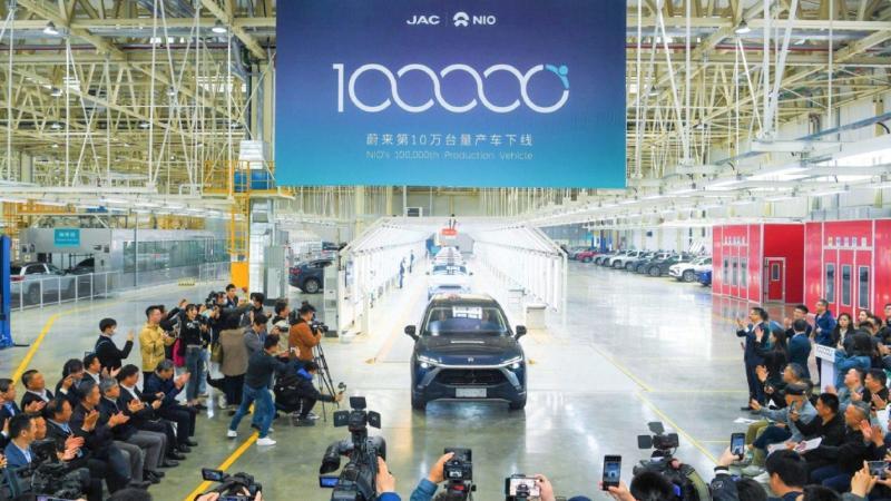 รถจีนไปไกลแล้ว NIO สร้างสถานีสลับแบตเตอร์รี่ครั้งแรกของโลก ไม่รอชาร์จ เร็วกว่าเทสล่า 02