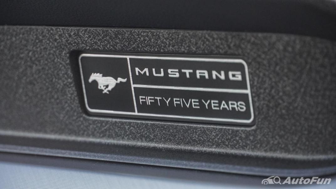 2020 Ford Mustang 2.3L EcoBoost Interior 041