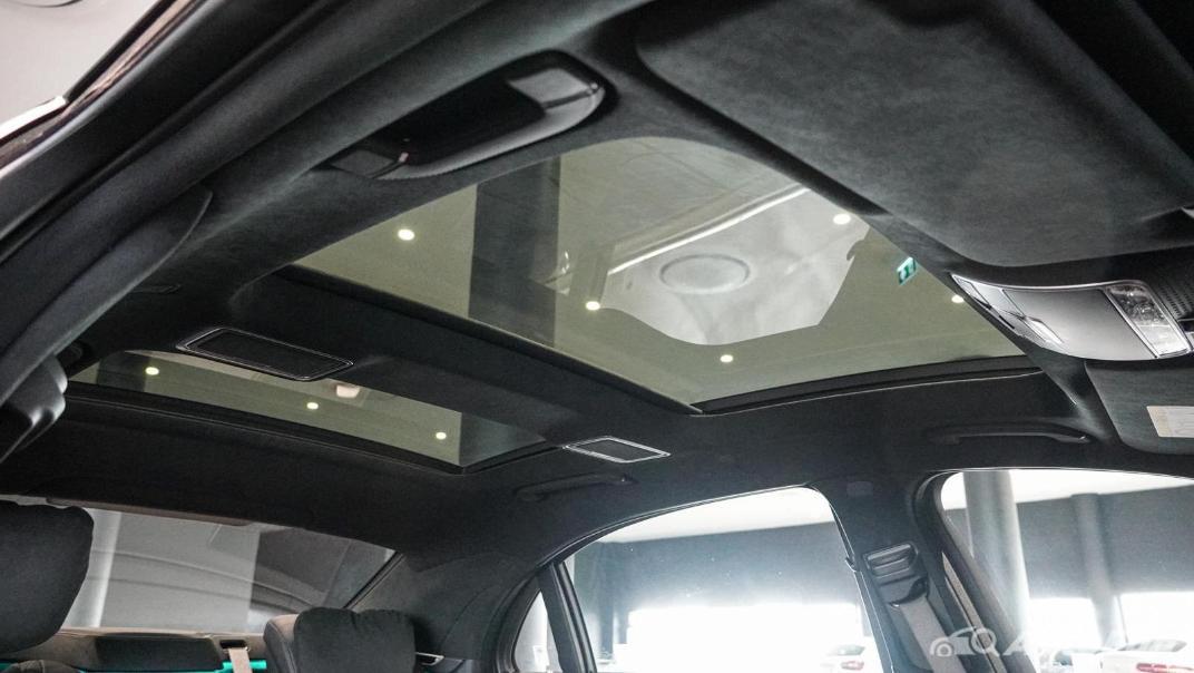 Mercedes-Benz S-Class S 560 e AMG Premium Interior 066
