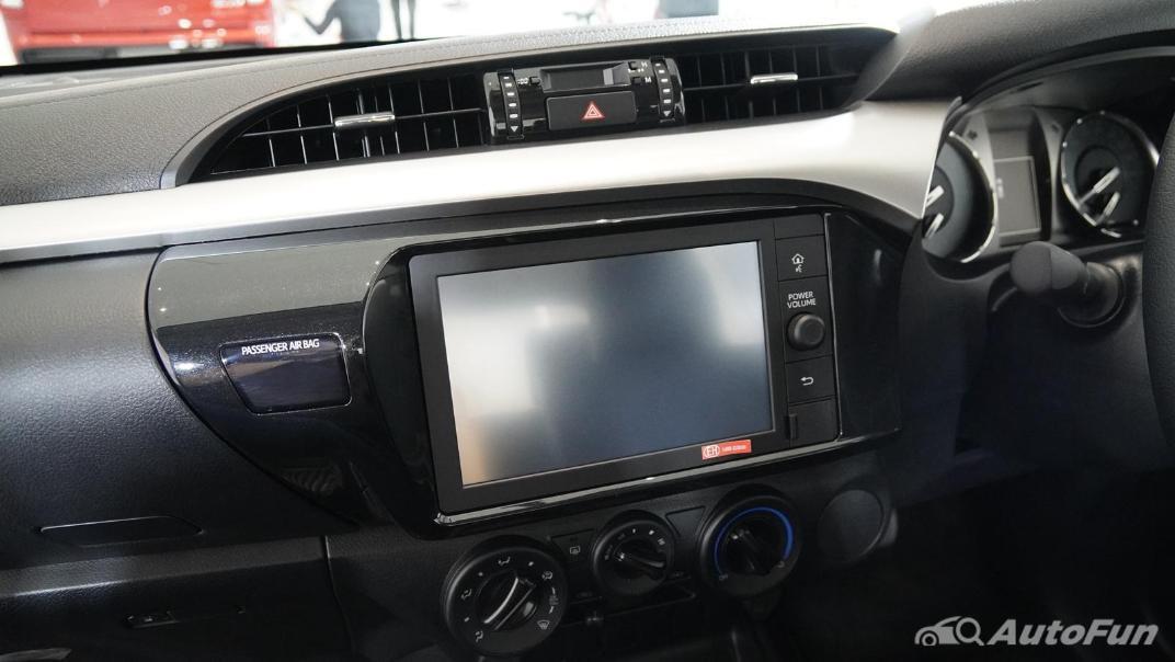 2021 Toyota Hilux Revo Double Cab Z Edition Interior 011