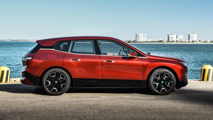 2021 BMW iX xDrive50 Sport Exterior 010