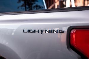 บอกลากระบะน้ำมัน Ford F-150 Lighting EV กระบะไฟฟ้าเปิดตัว 19 พ.ค.นี้