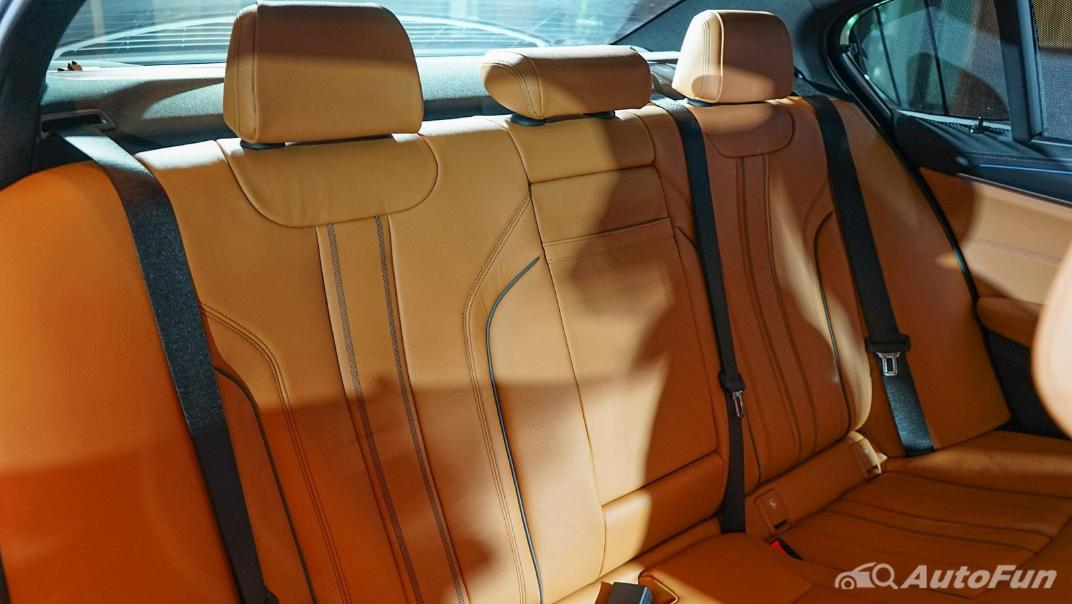 2021 BMW 5 Series Sedan 530e M Sport Interior 015