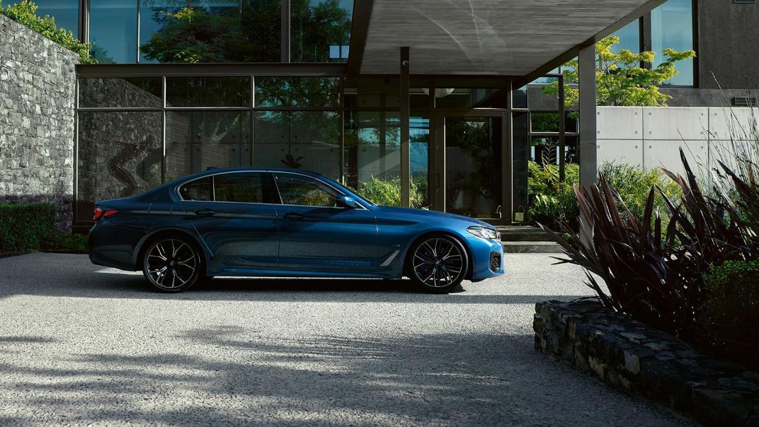 2021 BMW 5 Series Sedan 530e Elite Exterior 002