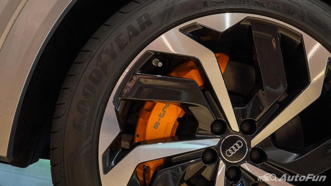 2020 Audi E Tron Sportback 55 quattro S line Exterior 090