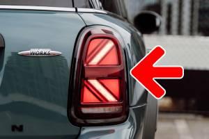 คุณเคยสังเกตไหมว่าไฟเลี้ยว Mini เป็นลูกศรชี้ผิดทิศ บริษัทรถเฉลยแล้ว ทำไมเป็นอย่างนั้น?
