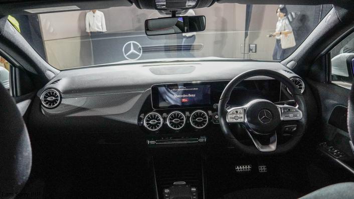 2021 Mercedes-Benz GLA-Class 200 AMG Dynamic Interior 001