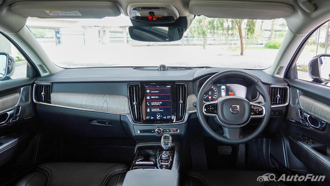 2021 Volvo S90 Recharge Interior 001