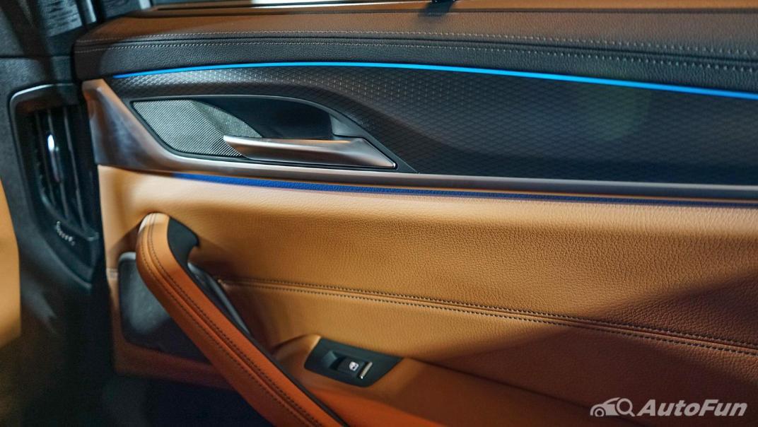 2021 BMW 5 Series Sedan 530e M Sport Interior 020