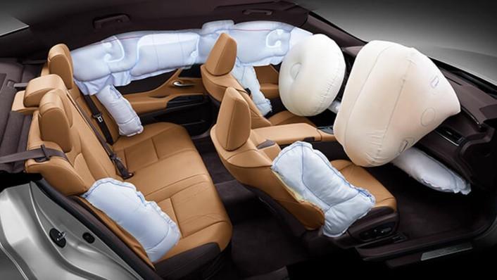 Lexus ES 2020 Interior 009